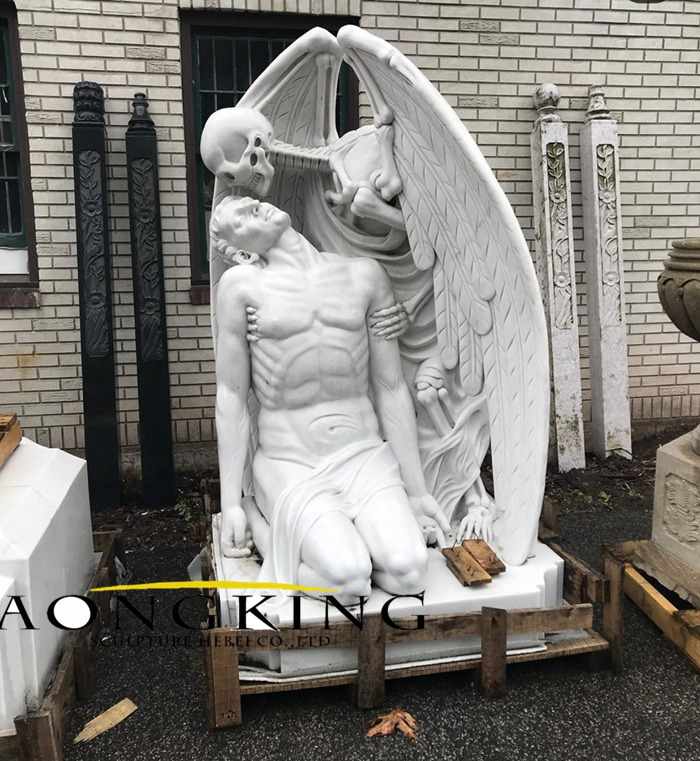 The Kiss of Death statue
