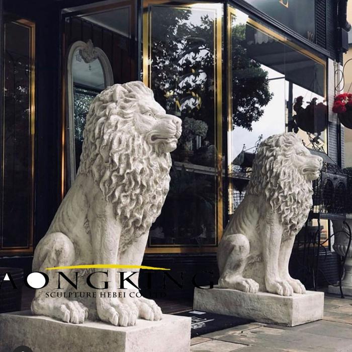 A pair lion marble statue