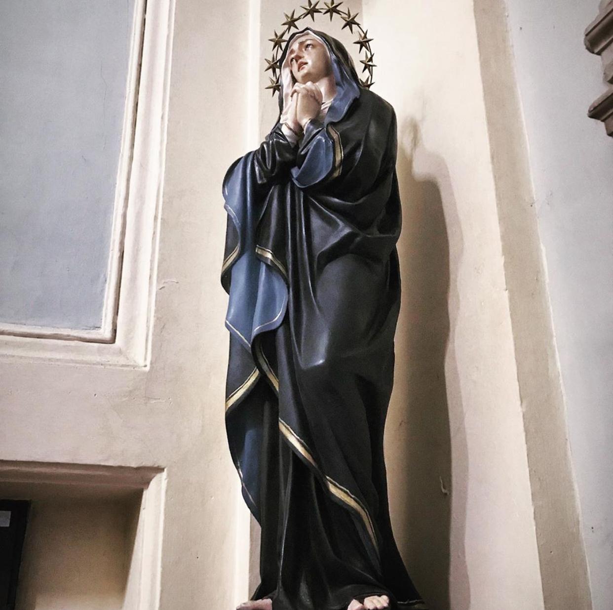 Maria sculpture in fiberglass