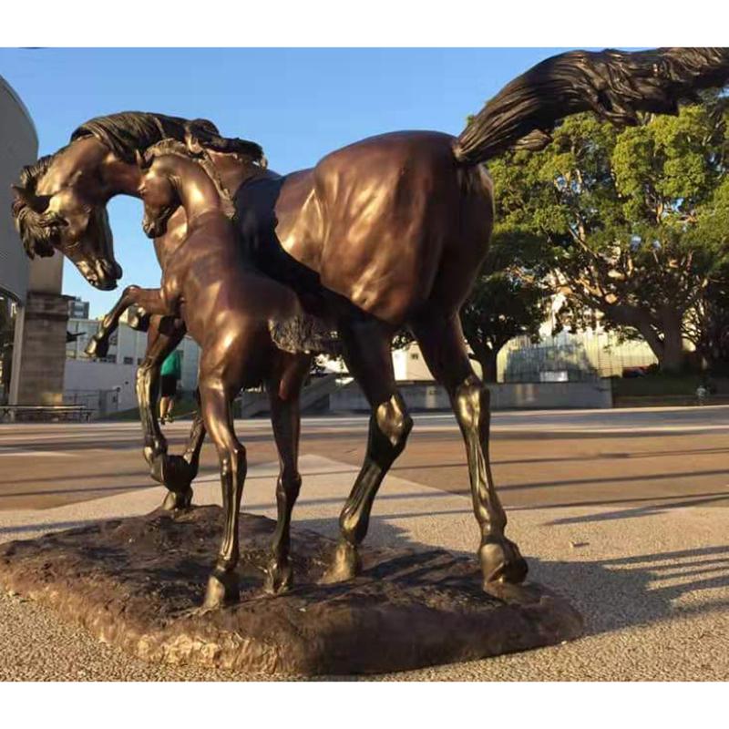 Outdoor square bronze horse