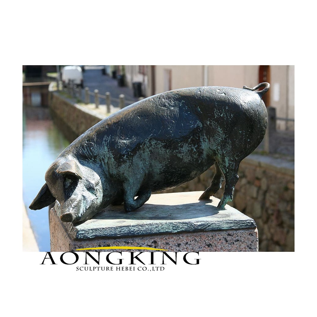 Pig bronze statue for wismar