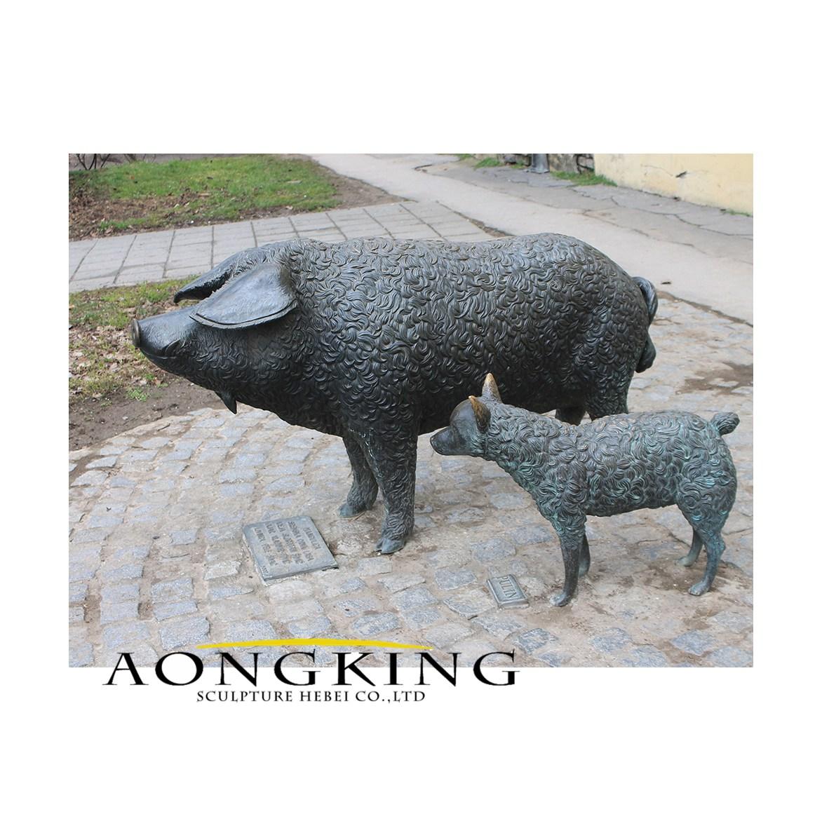 Pig statue bronze