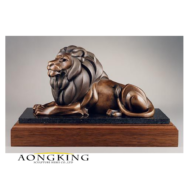 Lion statue for table top