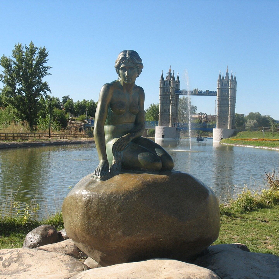 large lawn statue outdoor