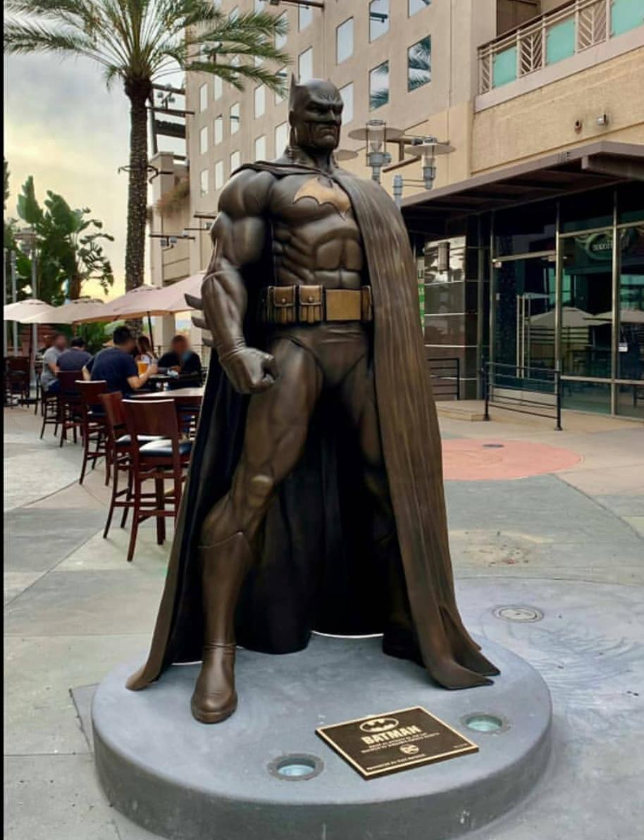 Monument Jim Lee-inspired Large Size Batman Bronze statue