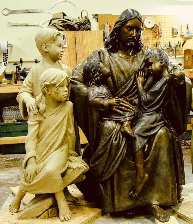 Jesus décor, bronze statue holding many children