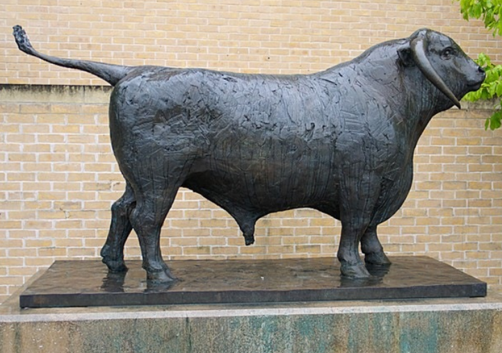 Bull Statue For outside Oxford Railway Station