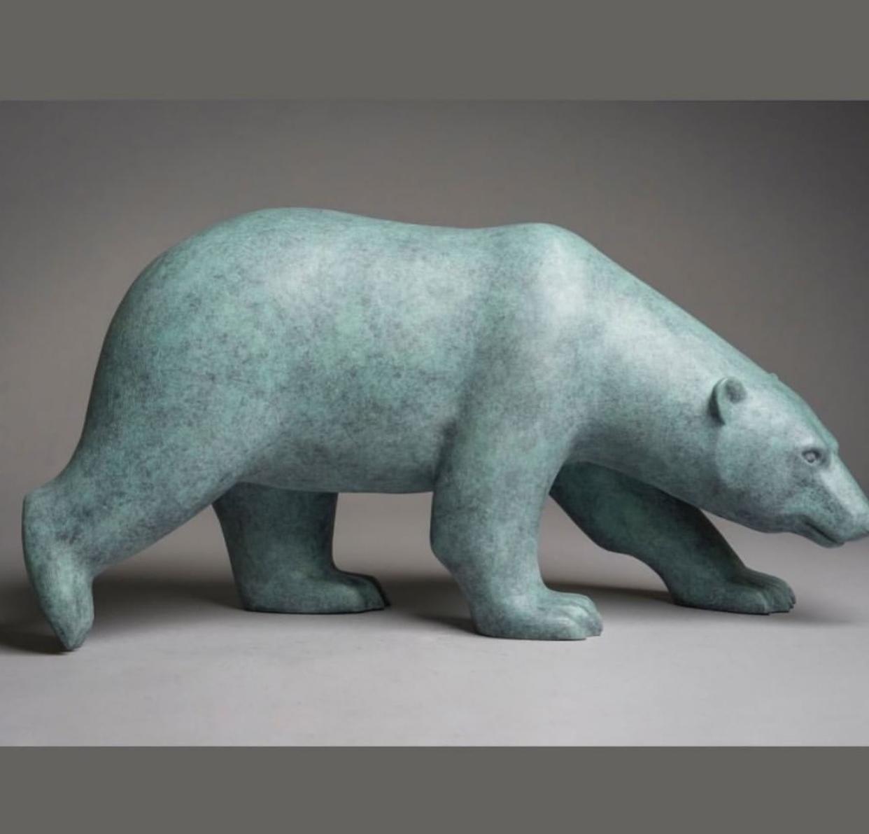 The polar bear bronze statue